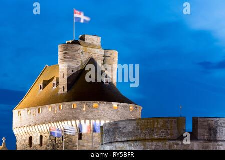 France, Ille et Vilaine, Saint Malo, castle of Saint Malo built between the 15th and 18th century at dusk - Stock Image