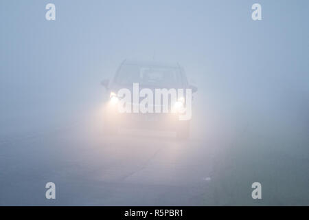 Stirlingshire, Scotland, UK - 2 December 2018: uk weather - a foggy morning in Stirlingshire Credit: Kay Roxby/Alamy Live News - Stock Image