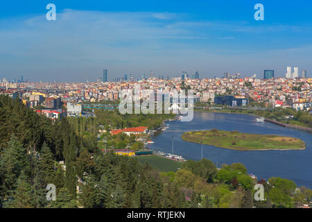 View of Golden Horn from Pierre Loti Cafe, Eyup, Istanbul, Turkey - Stock Image