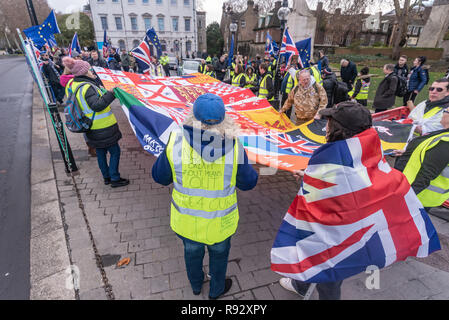 London, UK. 19th December 2018. A small group of extreme right-wing pro-Brexit protesters unfrul a large banner showing them ot be Arsenal supporters. They came to shout and argue with the daily SODEM (Stand of Defiance European Movement) protesters and to shout personal insults at Steven Bray who founded SODEM in September 2017. Police tried hard to keep the clashes peaceful, and warned the right-wing protesters about their language. The Brexiteers then accused the police of taking sides. Eventually they moved away to protest outside parliament. Peter Marshall/Alamy Live News - Stock Image