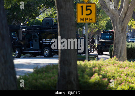 Studio City, CA USA 06 February 2019 Los Angeles Police SWAT team at a standoff with a wanted suspect. Credit: Chester Brown/Alamy Live News - Stock Image