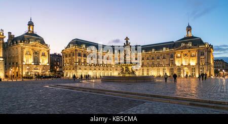 Fountain of the Three Graces, Place De La Bourse, Bordeaux, UNESCO-Weltkulturerbe, Gironde, Aquitanien, Frankreich, - Stock Image