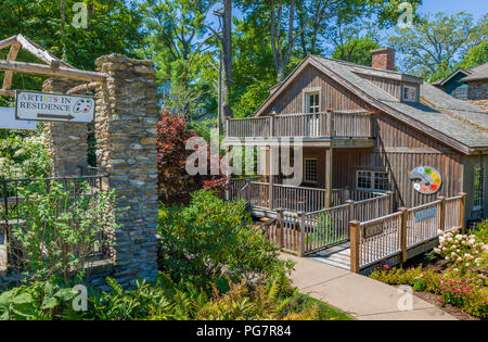 BLOWING ROCK, NC, USA,-23 AUG 2018: Edgewood Cottage,once the home of Artist Elliott Daingerfield, managed by the Blowing Rock Historical Society. - Stock Image