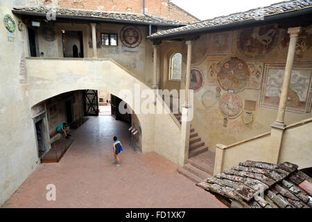 courtyard with frescos of Fiorentino (15th century), palazzo pretorio, certaldo, tuscany, italy - Stock Image