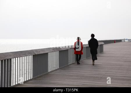 Hastings, East Sussex, UK. 06 Apr, 2019. UK Weather: Mild but overcast in the seaside town of Hastings in East Sussex this morning, highs of 12 degrees centigrade. © Paul Lawrenson 2019, Photo Credit: Paul Lawrenson/Alamy Live News - Stock Image