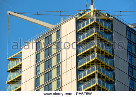 #highpoint #elephantandcastle #tower #homes #balconies #london #newhomes - Stock Image