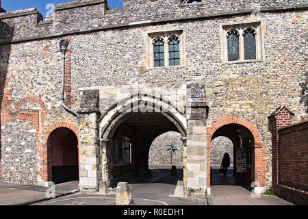 UK Winchester Medieval Kings Gate - Stock Image