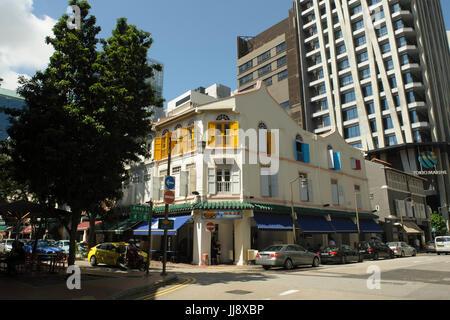 Traditional three-storey shophouse buildings on corner of Telok Ayer Street and Amoy Street, Singapore - Stock Image