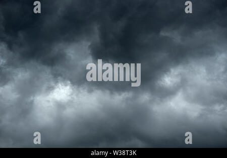Dark and gloomy clouds signalling the impending arrival of a storm - Stock Image