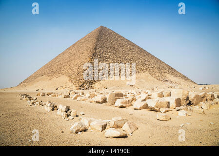 Red pyramid at Dahshur Necropolis near Cairo, Egypt - Stock Image