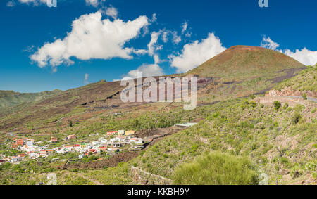 View over the village of Las Manchas towards the heavily quarried volcanic cone of Montana Bilma and the 1909 lava - Stock Image