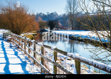 A snowy winter's day along the banks of the River Kennet in Wiltshire. - Stock Image