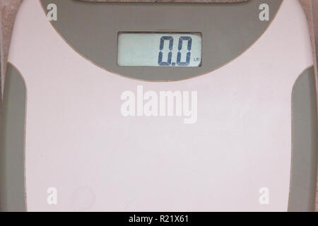 A bathroom scale showing the number 0 or no weight - Stock Image