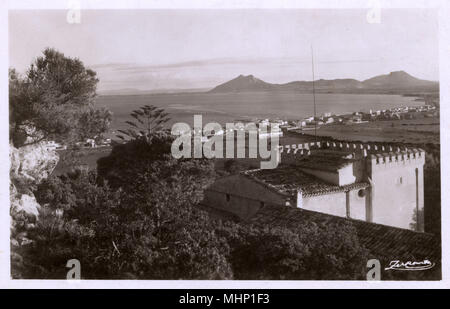 View of town and bay, Pollensa (Pollenca), Majorca, Spain.      Date: circa 1930 - Stock Image