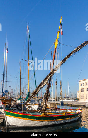 Toulon, France - 29th September 2018: Traditional fishing boat Le Manchot in Toulon Harbour, restored by the 'AVL' patrimonial society - Stock Image