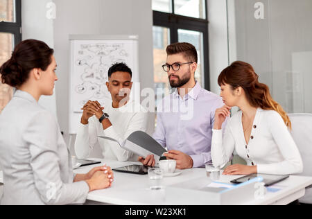 recruiters having job interview with employee - Stock Image