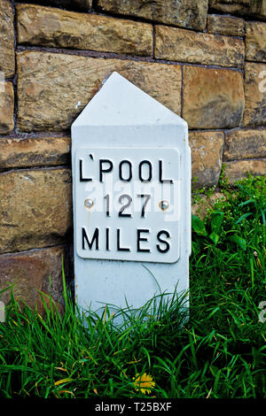 Milepost Leeds to Liverpool  Canal, Leeds, England - Stock Image