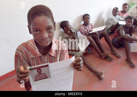 Floods in Mozambique,March 2000; Many families were separated by the floods.  Save the Children is taking Polaroids - Stock Image