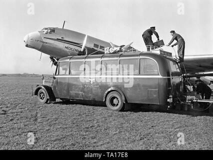 A Junkers Ju 90 of the Deutsche Lufthansa is refueled and loaded before a flight from Rangsdorf near Berlin to Vienna. - Stock Image