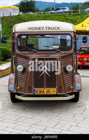 Bielsko-Biala, Poland. 12th Aug, 2017. International automotive trade fairs - MotoShow Bielsko-Biala. Old bus Citroen H with 'honey truck' caption. Credit: Lukasz Obermann/Alamy Live News - Stock Image