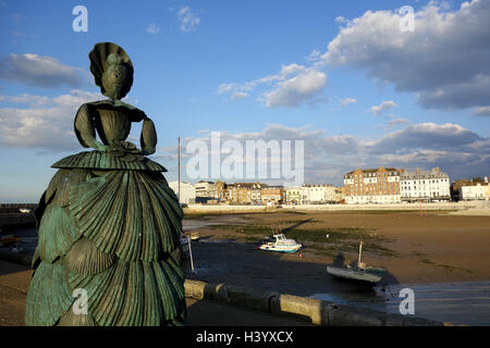Mrs Booth The Shell Lady Sculpture by Ann Carrington, Margate, Kent, UK - Stock Image