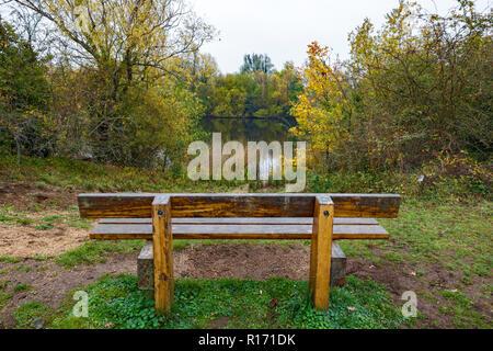 Bench seat looking over lake Milton Park Cambridge Cambridgeshire - Stock Image