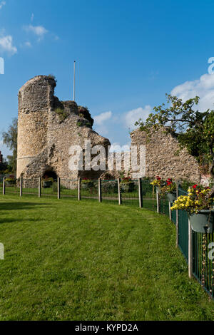 The Towers and Ruins of Bungay Castle, Bungay, Suffolk, England, UK - Stock Image