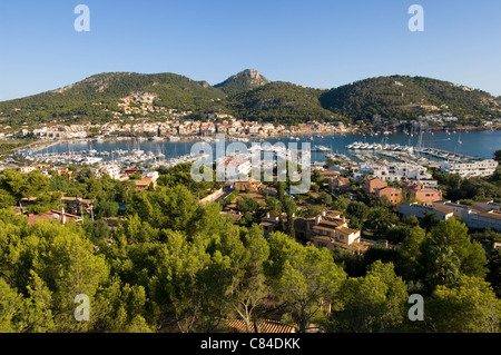 Mallorca, Puerto d'Andratx, overview with hills in background - Stock Image