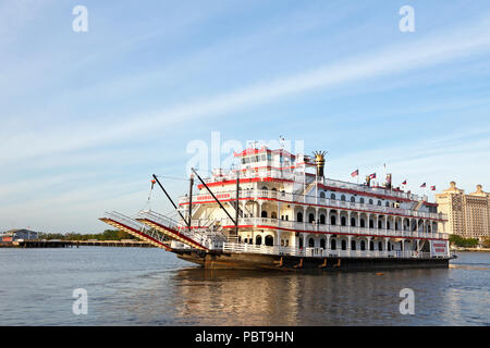 Savannah, Georgia. Georgia Queen cruise ship on the Savannah River. - Stock Image