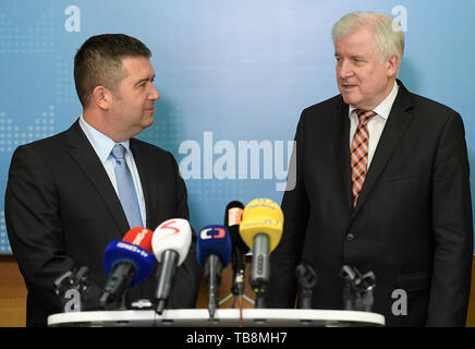 Prague, Czech Republic. 31st May, 2019. Czech and German interior ministers, Jan Hamacek (CSSD), left, and Horst Seehofer (CSU), give briefing after their meeting to talk about migration, police cooperation at Interior Ministry, Prague, Czech Republic, on Friday, May 31, 2019. Credit: Ondrej Deml/CTK Photo/Alamy Live News - Stock Image
