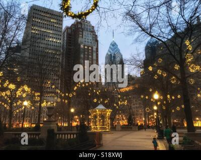 Rittenhouse Square in winter with holiday decorations, Philadelphia, Pennsylvania, USA - Stock Image