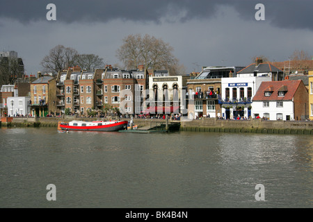 North Bank of the River Thames Near Hammersmith Bridge. Auriol Kensington Rowing Club Between the Blue Anchor and - Stock Image