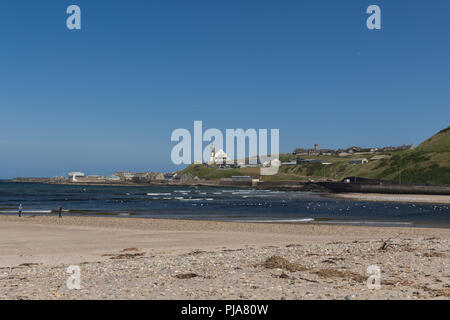 Looking across the mouth of the River Deveron towards Macduff from the beach in Banff, Aberdeenshire, Scotland, UK. - Stock Image