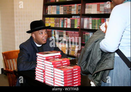 New YOrk, USA. 13 April, 2006. Reverend RUN, of RUN DMC at the book launch of 'Words of Wisdom - Daily Affirmations of Faith' at Barnes & Noble Columbus Circle. Credit: Steve Mack/Alamy - Stock Image
