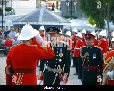 Sir Francis Richards governor of Gibraltar inspects the troops The Ceremony Of The Keys 2003 Ceremony ceremonial keys army - Stock Image