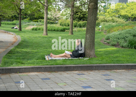 Late spring in Hudson River Park, which runs for almost five miles along the Hudson River between Chambers Street and midtown Manhattan. - Stock Image