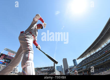 Los Angeles Angels designated hitter Shohei Ohtani warms up in the on-deck circle during the Major League Baseball game against the Minnesota Twins at Target Field in Minneapolis, Minnesota, United States, May 15, 2019. Credit: AFLO/Alamy Live News - Stock Image