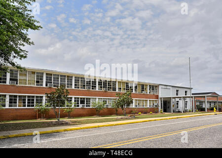 Old rural public school building exterior from 1950's or 1960's in Alabama, USA. - Stock Image