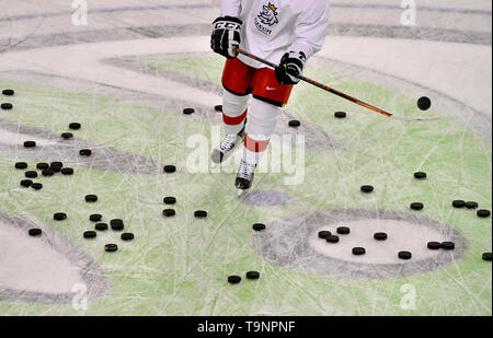 Bratislava, Slovakia. 18th May, 2019. Unidentified Czech player and a flock of pucks are pictured during a training session of the Czech national team within the 2019 IIHF World Championship in Bratislava, Slovakia, on May 18, 2019. Credit: Vit Simanek/CTK Photo/Alamy Live News - Stock Image