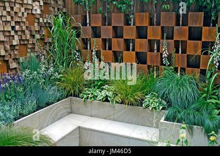 Contemporary Urban city garden terrace - Stock Image
