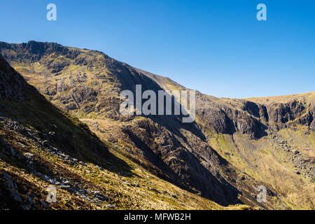 Seniors Ridge above Cwm Idwal leading to Glyder Fawr in Snowdonia National Park. Ogwen, Wales, UK, Britain - Stock Image