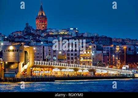 Galata bridge and Karaköy, Istanbul, Turkey - Stock Image