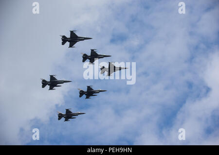 Warsaw, Poland, 15th Aug, 2018: Poland celebrates the annual Armed Forces Day and 98th anniversary of the Battle of Warsaw. Grand Independence Parade with more than 2,000 troops, hundreds re-enactors, different types of military vehicles, more or less 100 planes and helicopters and 100,000 audience took place in the Poland's capital. Small units from the US, the UK, Croatia and Romania marched together with Polish soldiers. President Andrzej Duda of Poland, Mateusz Morawiecki (PM) and Mariusz Blaszczak (MoD) took part in the event. Credit: dario photography/Alamy Live News. - Stock Image