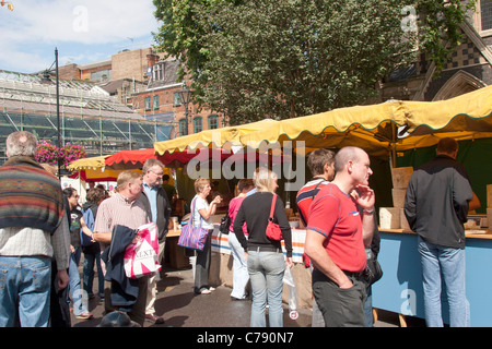 Shoppers  at Borough Market, Southwark, London - Stock Image
