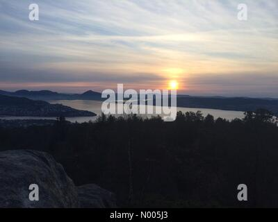Myrdalskogen 261F, Ulset, Norway. 08th Jan, 2016. EUweather: Sunset over Bergen city fjord in Norway this afternoon - Stock Image