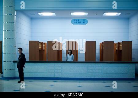 Le vestiaire de l'aquarium de Pyongyang le 14 octobre 2012. The locker room  of the aquarium Pyongyang October 14, - Stock Image