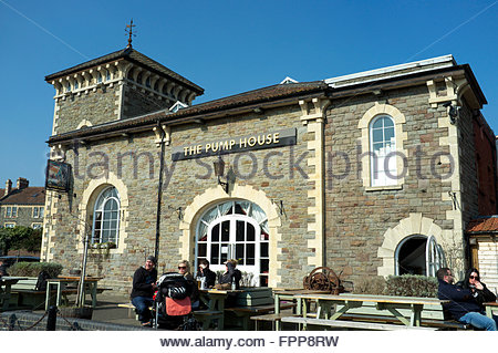 The Pump House public house, adjacent to the Floating Harbour, in Hotwells, Bristol, UK. - Stock Image