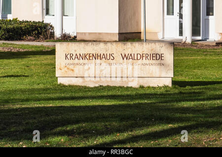 Berlin-Zehlendorf Krankhaus Waldfriede. General hospital sign. Medical clinic - Stock Image