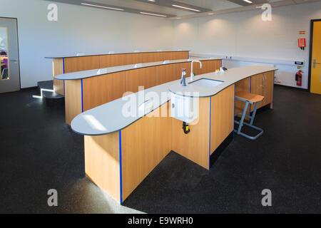 Unoccupied school science classroom - Stock Image