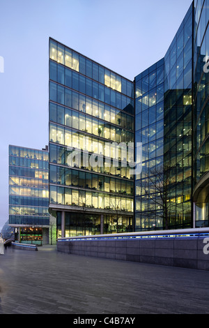 England, London. Office Building at London City Hall on the River Thames. - Stock Image